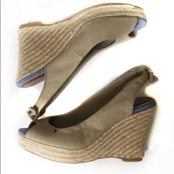 389c02c9b70 Tommy Hilfiger Wedge Espadrilles Sandals. M 5b089365f9e50109c9b526f2